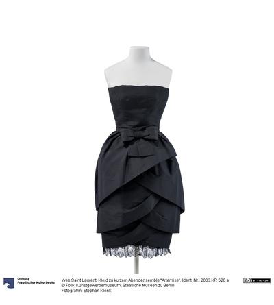Kleid zu kurzem Abendensemble Artemise