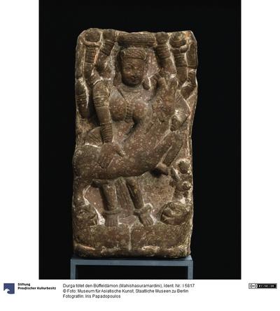 Durga tötet den Büffeldämon (Mahishasuramardini)