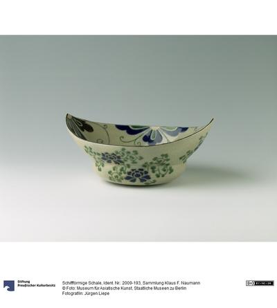 Schiffförmige Schale