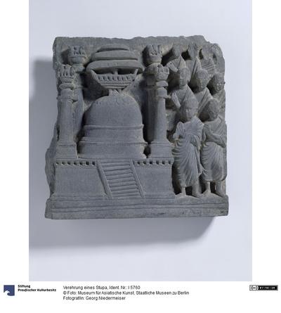 Verehrung eines Stupa