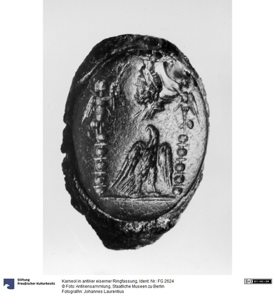 Karneol in antiker eiserner Ringfassung