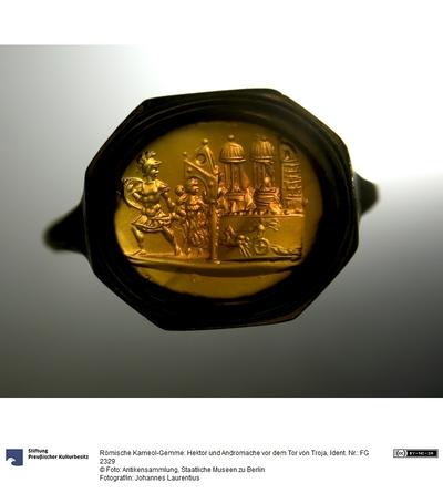 Römische Karneol-Gemme: Hektor und Andromache vor dem Tor von Troja