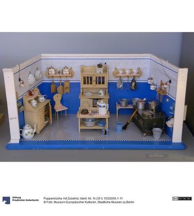 Puppenküche mit Zubehör