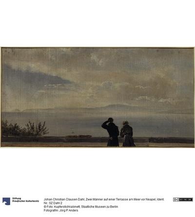 Zwei Männer auf einer Terrasse am Meer vor Neapel