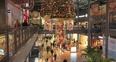 "CentrO Oberhausen at Christmas Time I – Soundwalk from Food Hall ""CocaCola Oase"" to Entrance at ""Platz der Guten Hoffnung"""