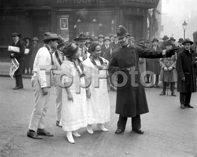 Hawaiians in London. A policeman directing them to Selfridge's. 28 January 1921