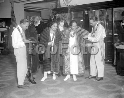 Hawaiians in London. Hawaiian shopping in selfridge's. 14 January 1921