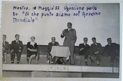 Foto di Uguccione relatore alla conferenza di Mestre