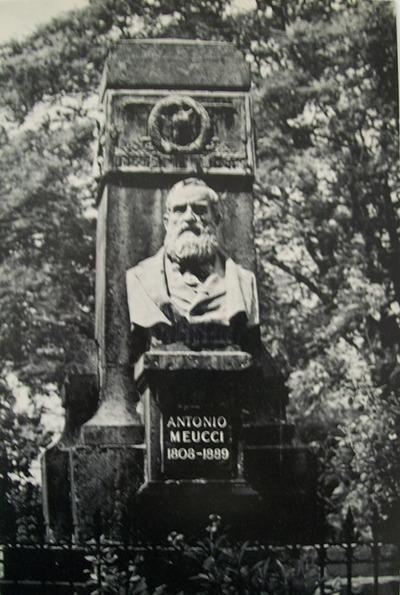 Foto di busto di Antonio Meucci