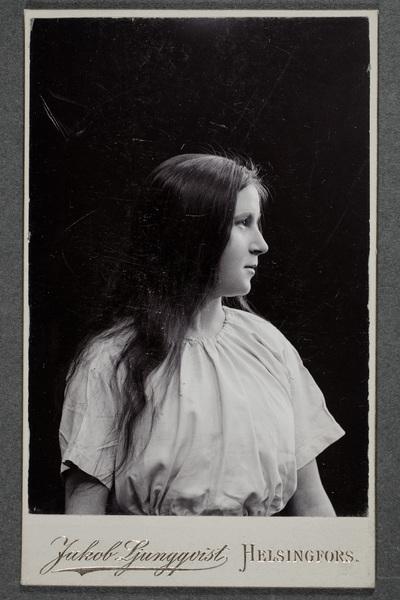 Sigrid Wickström, eventuellt Sigrid Wickström-Paaer (1885-1923), textilkonstnär.