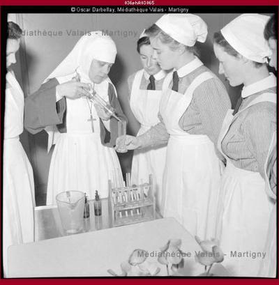 Cours à l'école d'infirmières de Sion