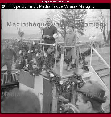 Baptême et première mise à l'eau du Mésoscaphe, sous-marin de poche imaginé par Auguste Piccard et construit par son fils Jacques pour l'Exposition nationale de 1964 à Lausanne, Bouveret
