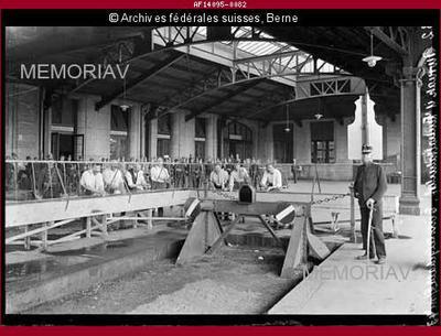 Biwak in der Einsteigehalle des Zentralbahnhofs der Elsass-Lothringen Bahn, Div. 4 Basel