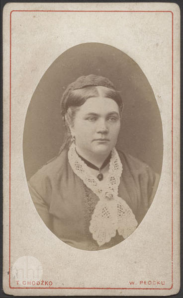 A woman with white lace collar.