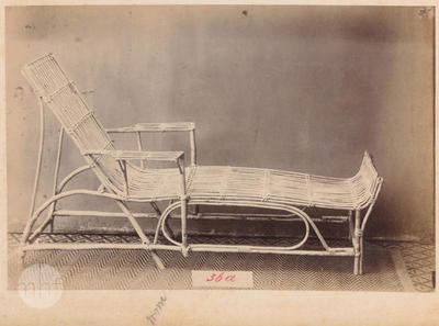 Chaise longue.