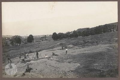 Soldiers digging trenches (fortifications).