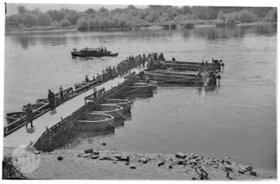 Building the pontoon bridge.