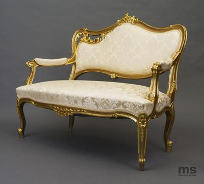 Kanapa w stylu Ludwika XV