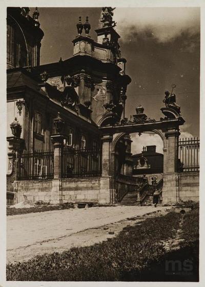 Lwów. Cerkiew św. Jura, brama wejściowa
