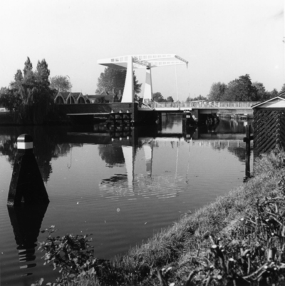 Recreatiegebied. Een ophaalbrug