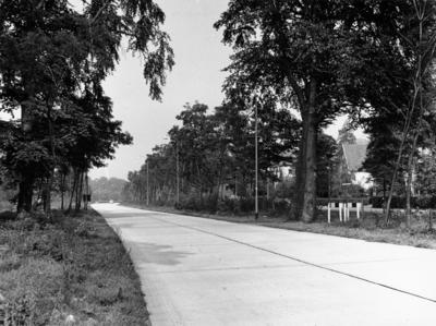 Geert van Mesdagweg gezien vanaf de oversteek bij de NCRV in de richting van de ´s-Gravelandseweg