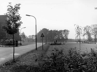 Schuttersweg. gezien vanaf de Jonkerweg in de richting van de Vaartweg
