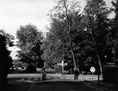Schuttersweg. kruispunt met de ´s-Gravelandseweg, gezien vanaf de Bussumergrintweg. Situatie voor de aanleg van de autoweg