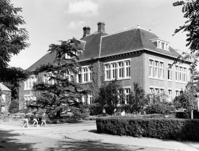 Schuttersweg. Gemeentelijk Gymnasium, architect Dudok