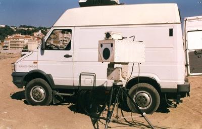 Fotografia do Sistema de Vigilância Costeira LAOS da Guarda Fiscal: Posto Móvel com câmara Yuval