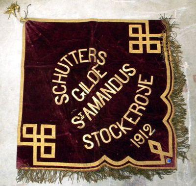 R. van de Capellen-Maes, vlag van Schuttersgilde Sint-Amandus Stockroye, 1912, fluweel, draad, kunststeen, lint, franjes, kwasten.