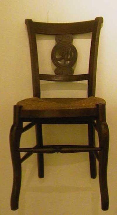 Anoniem, stoel van de rederijkerskamer De Roode Roos, 19de eeuw, eikenhout, riet.