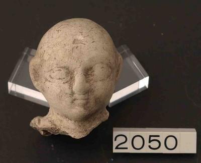 Hoofdfragment van een buste in terracotta