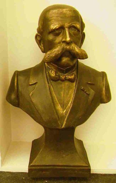 Armand Bedeur (1877-?), borstbeeld van Alexis Pierloz (1853-1919), kopie van het vermiste door Armand Bedeur (1887-?) gemaakte borstbeeld van Alexis Pierloz van het grafmonument op het het Oud-Kerkhof, kopie door Luc Verlee, s.d., bronskleurig gips.