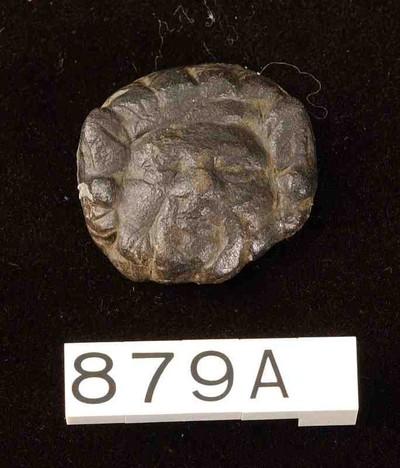 Kop van een siernagel met portret van een sileen in brons
