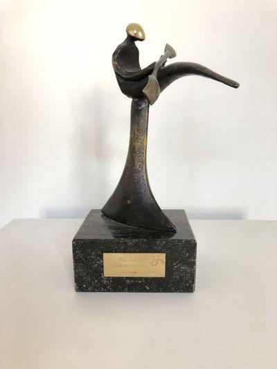 Boud Ceysens, beeldje 'Wisselbeker Studentenregatta Hasselt', brons en marmer.