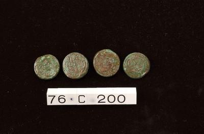 Vier complete nietkoppen in brons