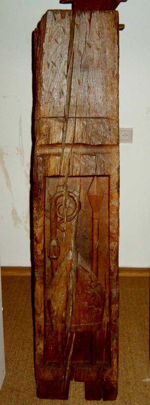 Anoniem, balk (balksloef) met prinsbisschoppelijke symbolen, vermoedelijk afkomstig van Prinsenhof Kuringen, vermoedelijk 16de eeuw, gesneden eikenhout.