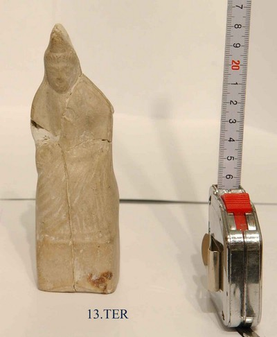 Complete figurine in terracotta