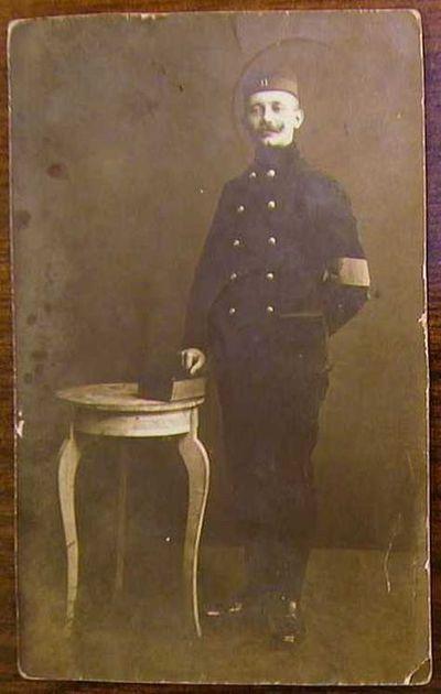 Anoniem, prentkaart met foto van Louis Vanloffeld (1887-1972), muzikant van het Elfde Linieregiment, 1908, papier.