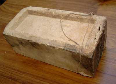 Manufacture de Céramiques Décoratives de Hasselt (1895-1954), vuurvaste baksteen uit de oven van de Hasseltse Keramiekfabriek, s.d., baksteen.