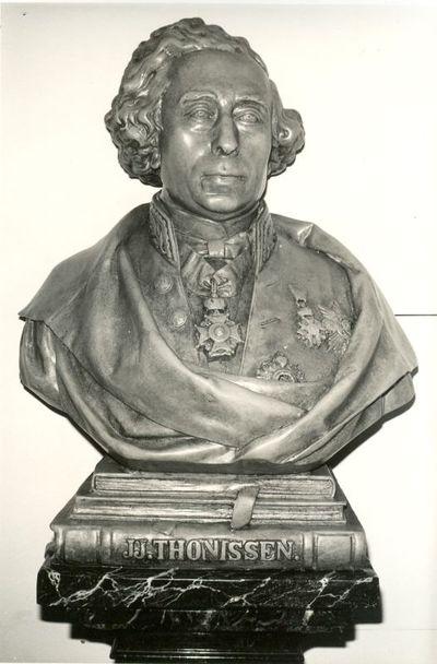 Jules Courroit (1831-1906), Borstbeeld van Jean Joseph Thonissen (1816-1891), 1872, plaaster op houten sokkel.