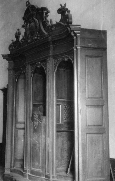 Atelier Lejeune, biechtstoel met wapenschild abdis Anne de Croy, ca. 1746, eikenhout.