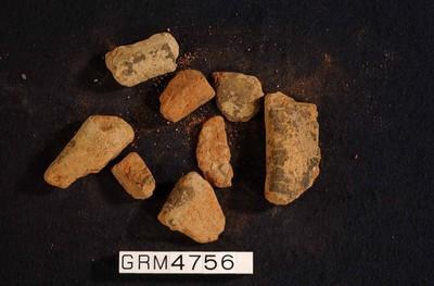 Fragmenten van een kom in ruwwandig oxiderend aardewerk (RWO)