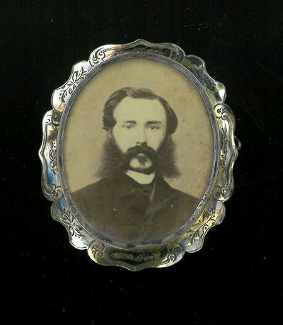 Anoniem, medaillon met foto van Antoine van der Capellen (1801-1881), 1870, zilver.