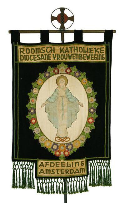 Vaandel. 'Roomsch Katholiek Diocesane' en ' Afdeeling Amsterdam'