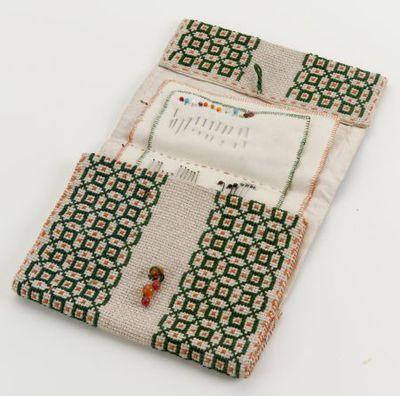 Handgeborduurd naaigarnituur