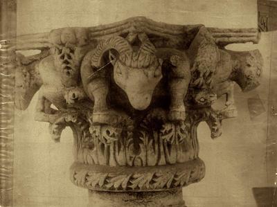 Ravenna, Museo Arcivescovile, Capitello a due zone con protomi di arieti