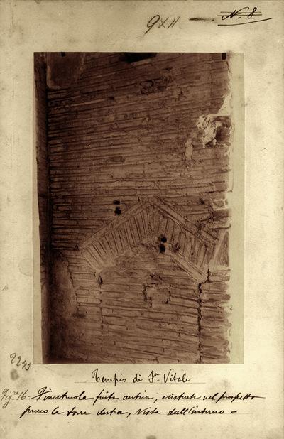 Ravenna, Basilica di San Vitale, Particolare della muratura in corrispondenza della torre destra