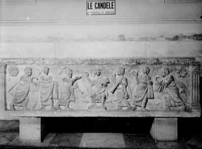 Ferrara, Cattedrale di San Giorgio, Sarcofago con Cristo e gli apostoli