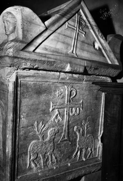 Ravenna, Basilica di San Francesco, Sarcofago della Famiglia Del Sale, particolare